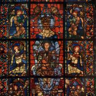 Богоматерь с младенцем. Витраж собора в Шартре. Средняя часть — конец 12 в., боковые части — 13 в.