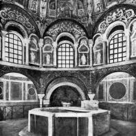 Баптистерий православных в Равенне. Середина 5 век. Внутренний вид. Мозаики выполнены между 449-458 гг.