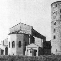 Базилика Сант Аполлинаре ин Классе в Равенне. Освящена в 549 г. Вид с востока