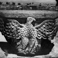 Звартноц. Середина 7 века. Капитель с изображением орла