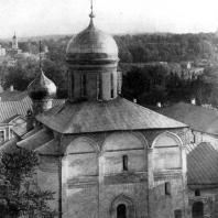 Троицкий собор Троице-Сергиева монастыря. 1422 г. Вид с северо-востока