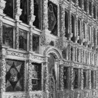 Резной иконостас в Смоленском соборе Новодевичьего монастыря в Москве. 1685 г.