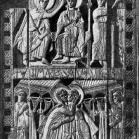 Книжный оклад из Геноэльс-Эльдерена. Слоновая кость. В верхней части - Благовещение, в нижней - Встреча Марии с Елизаветой. Конец 8 в. Брюссель, Музей прикладного искусства