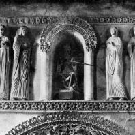 Святые и мученицы. Статуи в старой части церкви Санта Мария ин Валле в Чивидале. 8-9 вв.