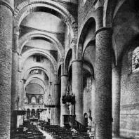 Церковь Сен Филибер в Турню. Начало 11 в. Внутренний вид