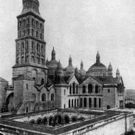 Церковь Сен Фрон в Перигё. 1120-1179 гг. Общий вид с юго-запада