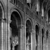 Церковь Троицы в Кане. 1059-1066 гг. перестроена в 1120-1140 гг. Внутренний вид. Стена среднего нефа
