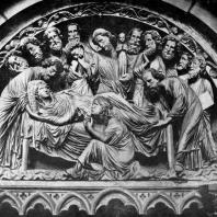 Успение Богоматери. Тимпан собора в Страсбурге. Южный фасад трансепта. 30-е гг. 13 в.
