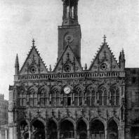 Ратуша в Сен Кантене. 1351-1509 гг. Фасад