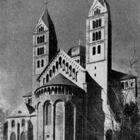 Собор св. Марии и св. Стефана в Шпейере. Начат в 11 в. Западный фасад