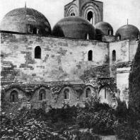 Церковь Сан Джованни дельи Эремити в Палермо. Заложена в 1132 г. Вид с юга