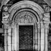 Собор в Туме. Окончен в 1161 г. Портал