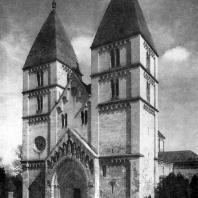 Собор в Яке. Начат в 20-х гг. 13 в., освящен в 1256 г. Вид с юго-запада