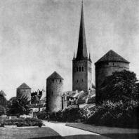 Таллин. Нижний город. Крепостная стена 14-15 вв. и башня церкви Олевисте