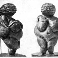Женская статуэтка из Виллендорфа (Австрия). Известняк. Верхний палеолит, Ориньякское время. Вена. Естественноисторический музей