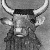 Голова быка с арфы из царской гробницы в Уре. Золото и лазурит. 26 в. до н. э. Филадельфия. Университет