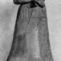 Статуя Напир-Асу, царицы Элама, из Суз. Бронза. 15—12 вв. до н. э. Париж. Лувр