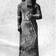 Статуя Ашшурнасирпала II из Нимруда (Калаха). Алебастр. Первая половина 9 в. до н. э. Лондон. Британский музей