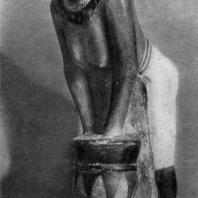 Женщина, готовящая пиво. Раскрашенная статуэтка из Саккара. IV династия. Вторая половина 3 тыс. до н. э. Флоренция., Археологический музей