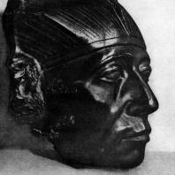 Голова статуи фараона Сенусерта III. Обсидиан. XII династия. 19 в. до н. э. Собр. Гюльбенкян