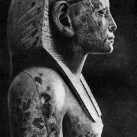Статуя фараона Аменемхета III из Хавара. Фрагмент. Желтый известняк. XII династия. 19 в. до н. э. Каир. Музей