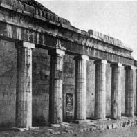 Колоннада храма царицы Хатшепсут в Деир-эль-Бахри