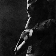 Колосс Аменхотепа IV (Эхнатона) из Карнака. XVIII династия. Около 1400 г. до н. э. Каир. Музей