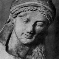Голова Афины с фронтона второго Гекатомпедона из группы, изображающей борьбу Афины с гигантом. Мрамор. Вторая половина 6 в. до н. э. Афины. Музей Акрополя