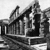 Храм Посейдона в Пестуме. Внутренний вид