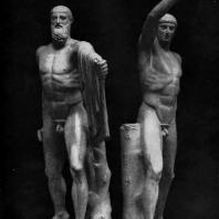 Критий и Несиот. Гармодий и Аристогитон. Около 477 г. до н. э. Мраморная римская копия (с последующими дополнениями) с утраченного бронзового оригинала. Неаполь. Национальный музей