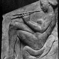 Трон Людовизи. Девушка, играющая на флейте. Мрамор. Около 470 г. до н. э. Рим. Музей Терм