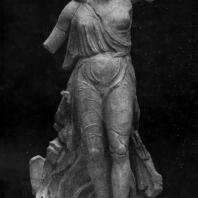 Пэоний. Ника, спускающаяся с небес. Из Олимпии. Мрамор. Третья четверть 5 в. до н. э. Олимпия. Музей