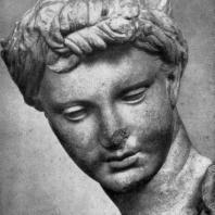 Девушка из Анцио. Голова. Мрамор. Середина 3 в. до н. э. Рим. Музей Терм