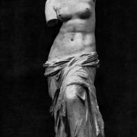 Агесандр (Александр). Афродита Милосская. Мрамор. 3—2 вв. до н. э. Париж. Лувр