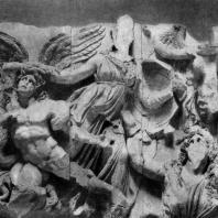 Борьба Афины с гигантом. Фрагмент фриза Пергамского алтаря. Мрамор. Около 180 г. до н. э. Берлин