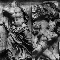 Борьба Зевса с гигантами. Фрагмент фриза Пергамского алтаря. Мрамор. Около 180 г. до н. э. Берлин