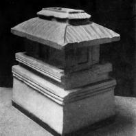 Этрусская урна из Кьюзи в виде дома. Камень. 3 в. до н. э. Берлин