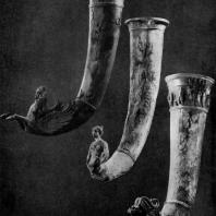 Ритоны из старой Нисы (близ Ашхабада). Резная слоновая кость. 2 в. до н. э. Из раскопок Южно-туркмени-станской экспедиции под руководством М. Е. Массона